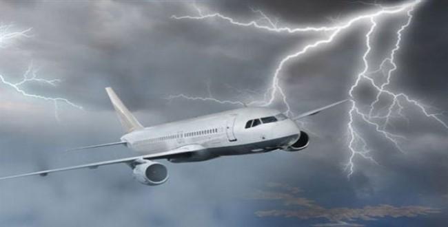 Так ли опасна молния для самолета?